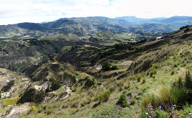 pano vallée depuis cratère-small