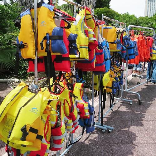 ライフジャケット、たくさん。 #カヌー乗船体験 #船の科学館