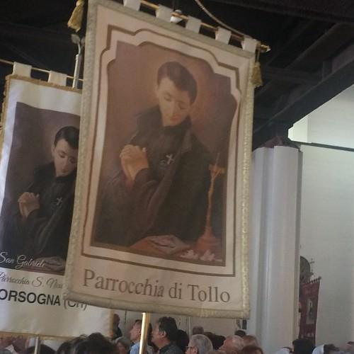 Il labaro della Parrocchia di #Tollo alla #festadelpellegrino 2016al Santuario di San Gabriele dell'Addolorata