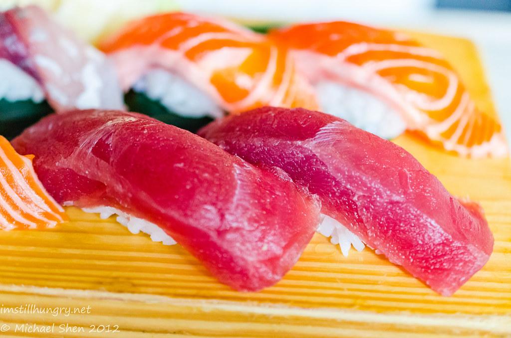 Sushi E maguro tuna nigiri