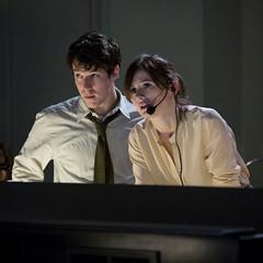 小约翰·加拉格尔和艾莉森·菲尔在艾伦·索金的《新闻编辑室》中饰演两名记者。