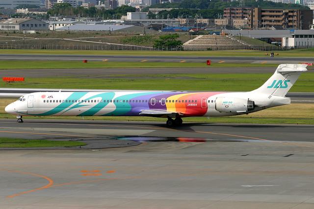 Japan Air System   McDonnell Douglas MD-90   JA8064   Osaka Itami