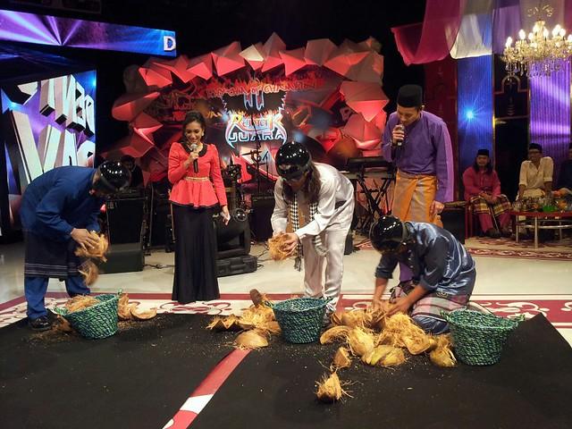 pertandingan kopek kelapa dalam program Dentum Raya di TV1