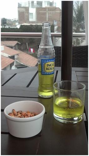 잉카콜라와 볶은 옥수수