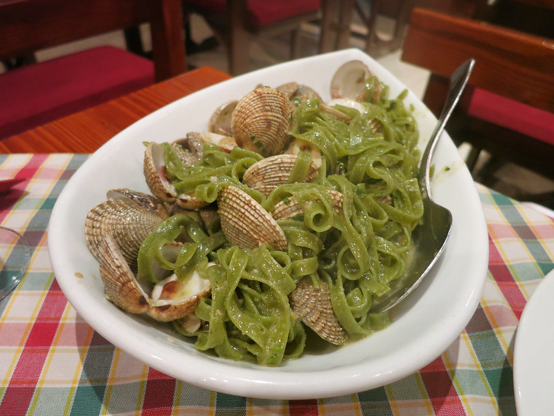 Fresh spinach pasta with clams.