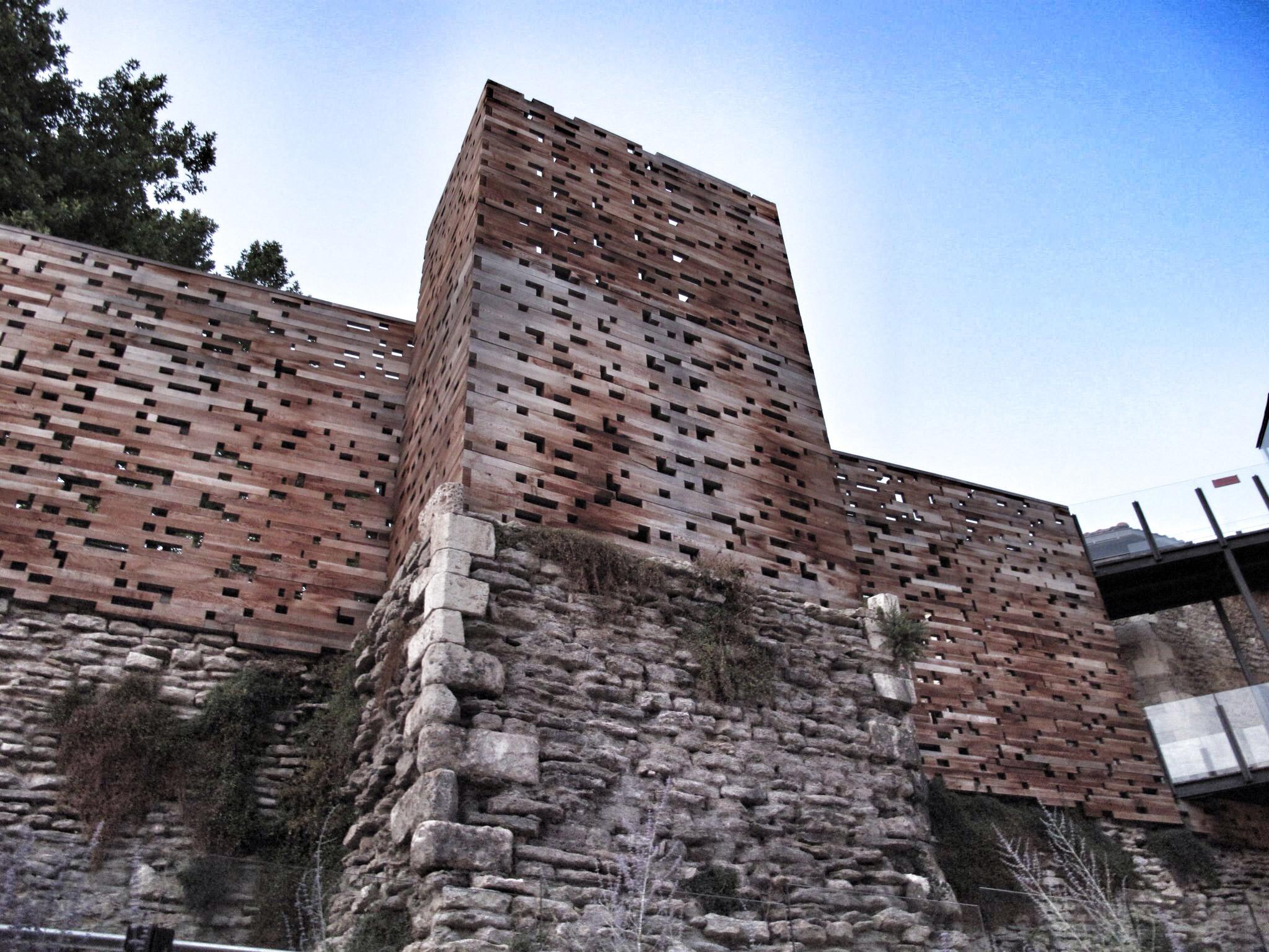 muralla vitoria_restauracion_cedro rojo_madera