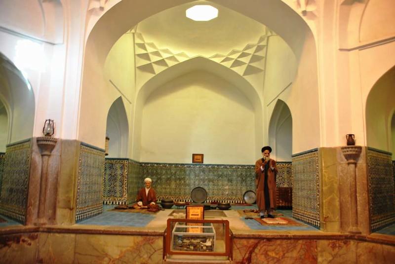 204 Lugar reservado para los akhunes en los Antiguos Baños en la plaza Central de Kerman (2)