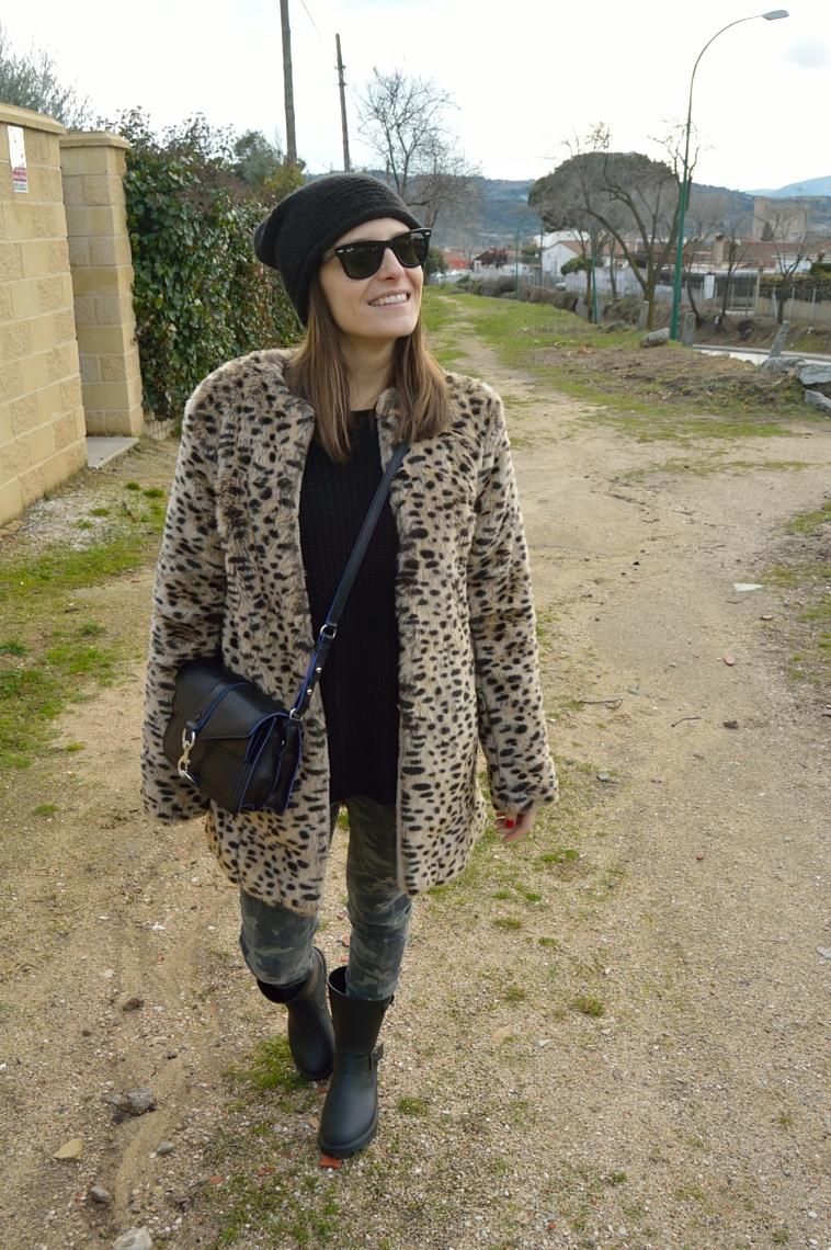 lara-vazquez-madlula-blog-leopard-coat-black-details-easy-chic-look-balck-details