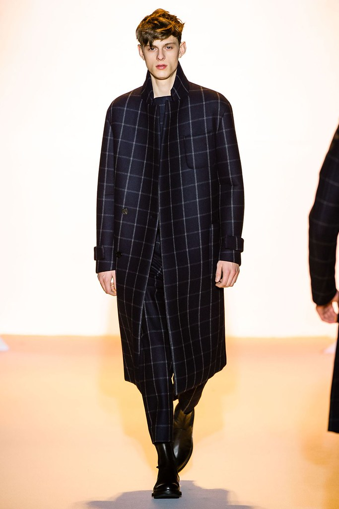 Elvis Jankus3183_FW14 Paris Wooyoungmi(vogue.co.uk)