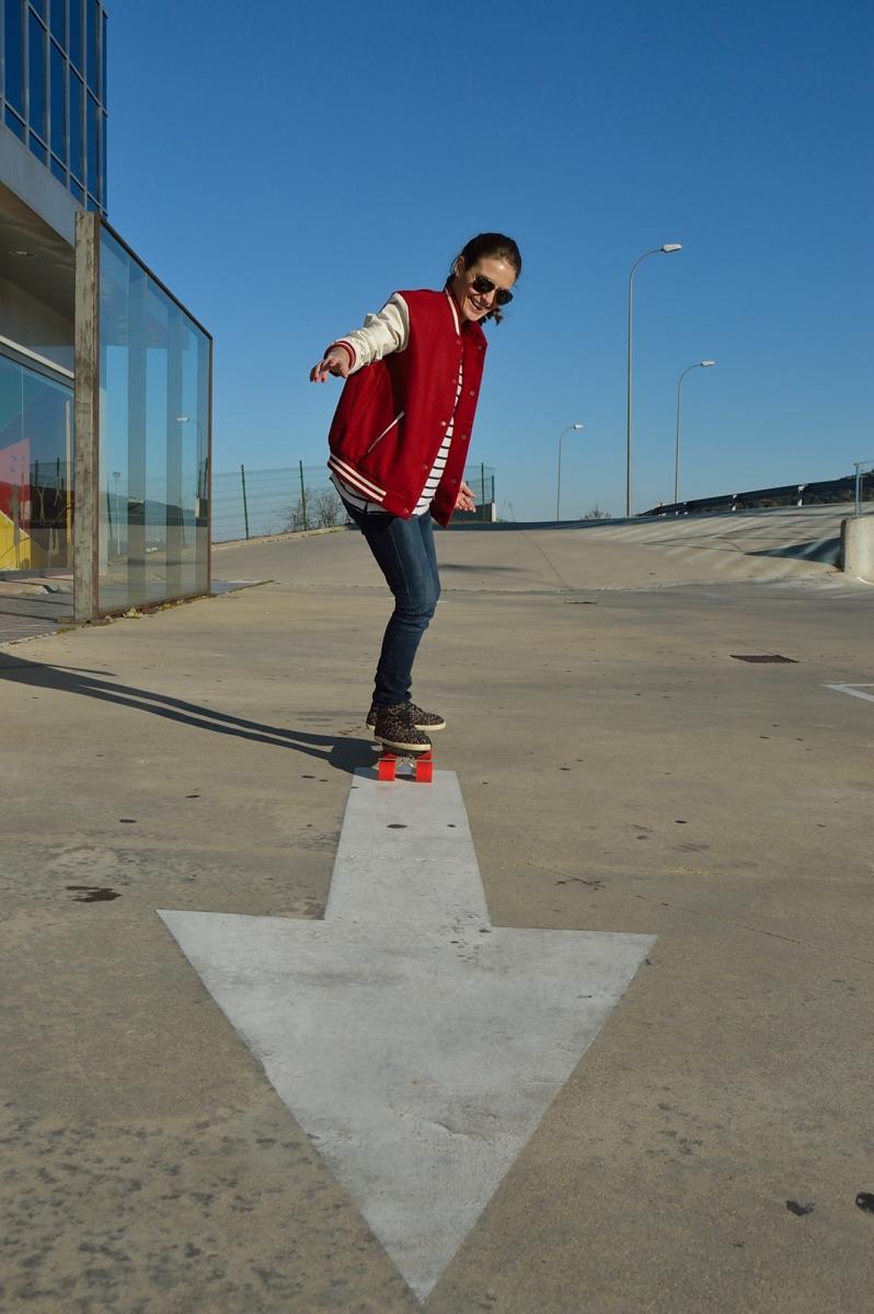lara-vazquez-madlula-blog-style-streetstyle-skater-mood-casual-look-bomber-jeans-leopard