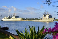 USNS Sioux (T-ATF 171) tows HMCS Protecteur (AOR 509) as the ships arrive at Joint Base Pearl Harbor-Hickam. (U.S. Navy/MC1 Daniel Barker)
