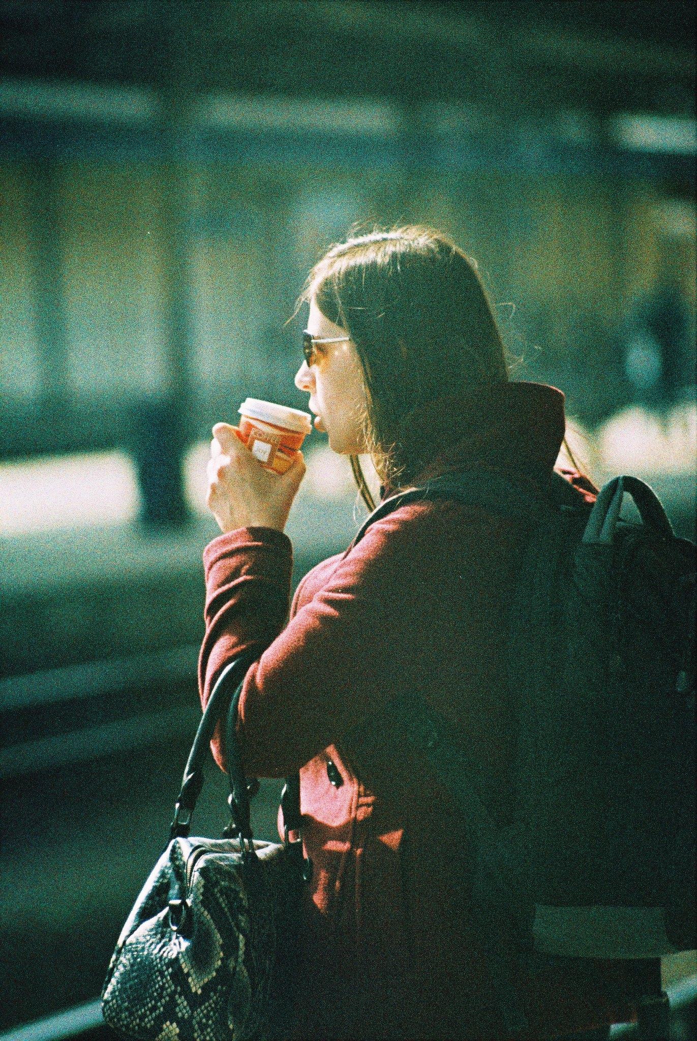 Praktica MTL 5 + Pentacon Electric 4/200 MC - Woman Drinking Cofee at Train Station