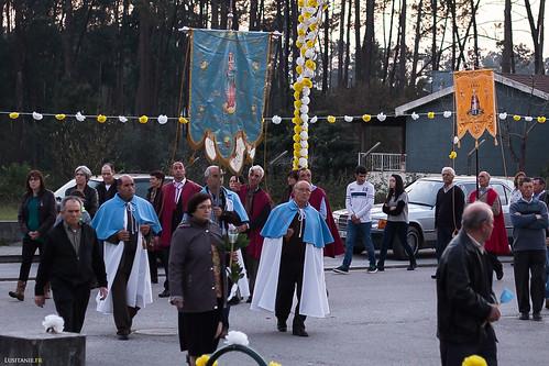 Chaque village à son étendard, et est représenté dans la procession religieuse