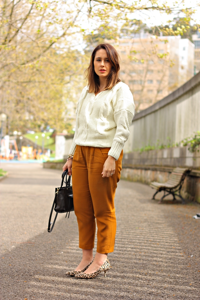 knit_sweater-leopard_shoes-rebecca_minkoff_bag-capri_pants-street_style-outfit