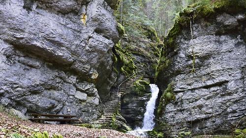 geotagged schweiz switzerland nikon wasser suisse hiking path bach che wandern wather wanderweg fleurier nikonshooter cantondeneuchâtel pouettaraisse nikonschweiz d5300 capturenx2 ponte1112 nikkor18200vrll viewnx2 geo:lat=4688790832 geo:lon=660836357