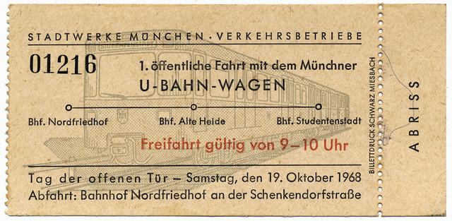 Am 19. Oktober 1968 durften die Münchnerinnen und Münchner erstmals die neue U-Bahn 'beschnuppern' (Archiv: FMTM e.V.)