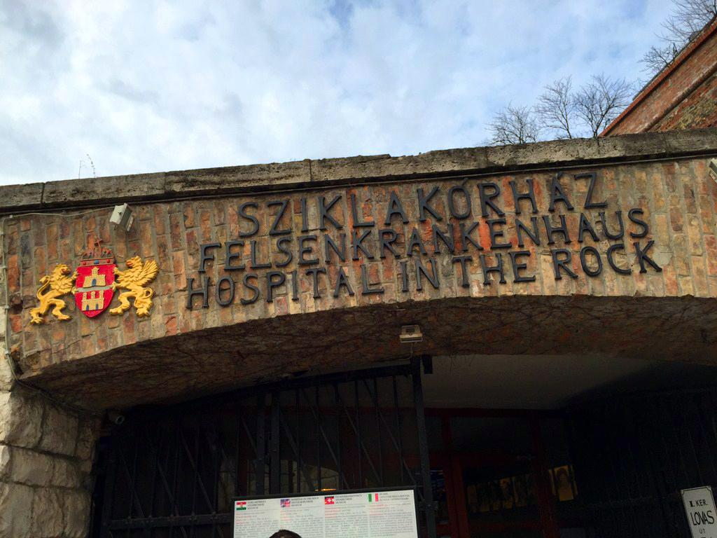 Entrada al Hospital en la Roca, Budapest hospital de la roca: el histórico secreto de budapest - 16241519898 e5032da7c8 o - Hospital de la roca: el histórico secreto de Budapest