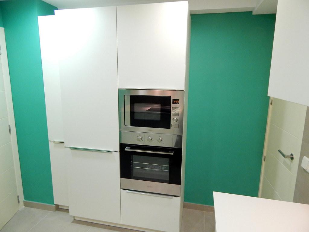 Muebles de cocina en laca mate de tacto sedoso modelo avus for Muebles de cocina zona pilar