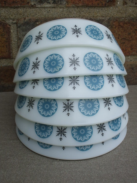 6 JAJ Pyrex Winter Star Dessert Bowls Charity / Thrift Shop Find 1960's