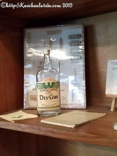 ©Flasche Adler Dry Gin von 1874