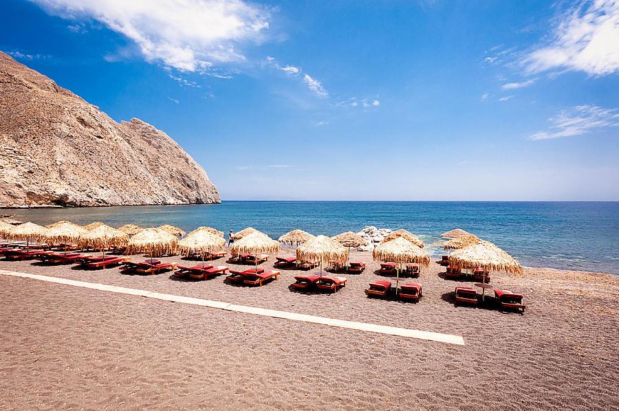 perissa beach (1)