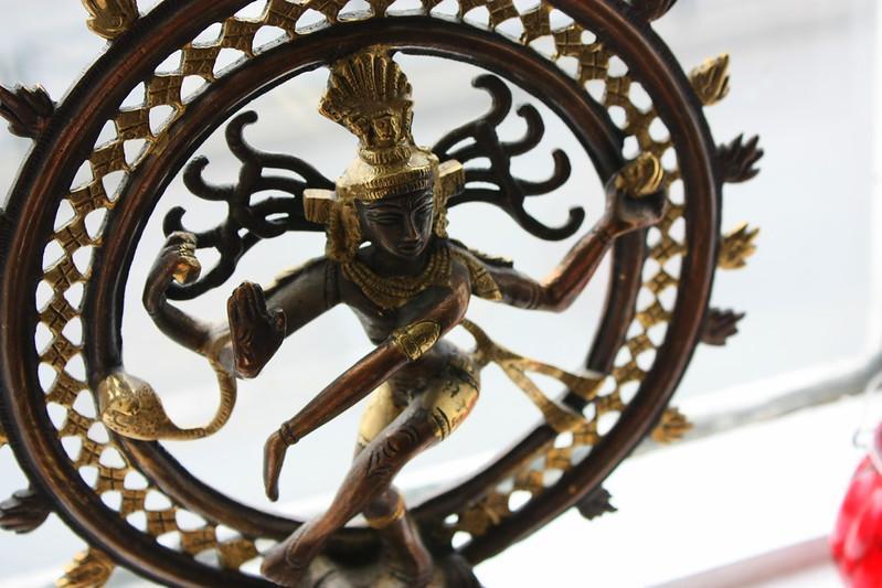 Dancing Shiva í stofuglugganum