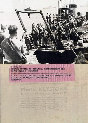 Fotografia original del desembarco en Mallorca, foto: Joan Andreu Puig Farrán, agencia Keystone, París. by Octavi Centelles