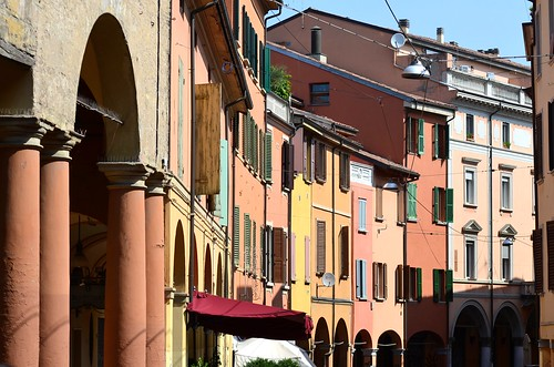 Colori di Bologna, via Mascarella - Explore