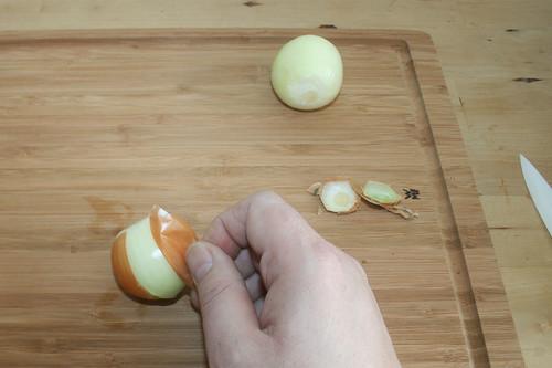 13 - Zwiebeln schälen / Peel onions