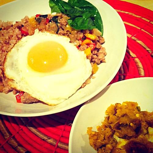 有機南瓜・茹で卵・ピーカンナッツのサラダとガパオ