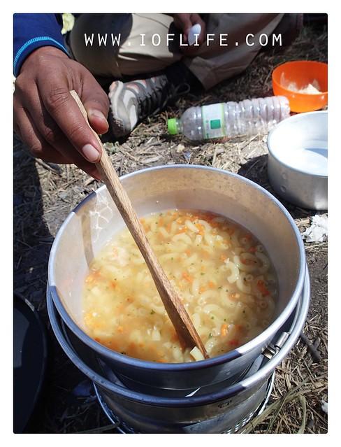 manu makan siang sup macaroni