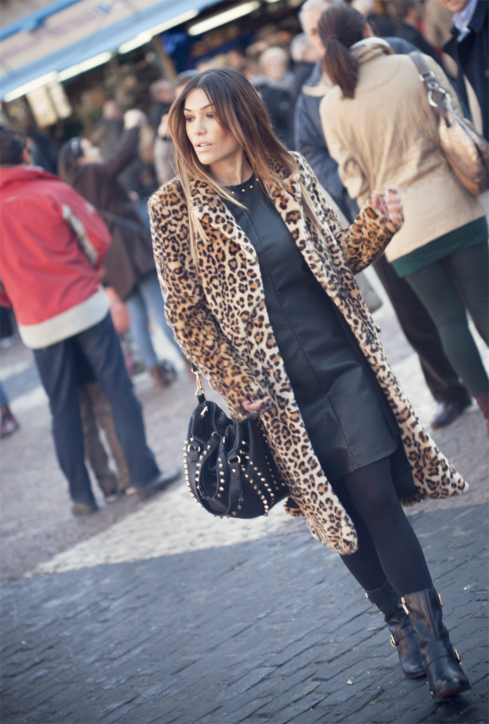 street style barbara crespo xmas time plaza mayor madrid fashion blogger outfit