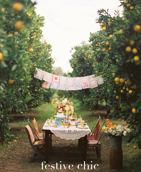 easter-brunch-tablescape-table-setting-outdoors