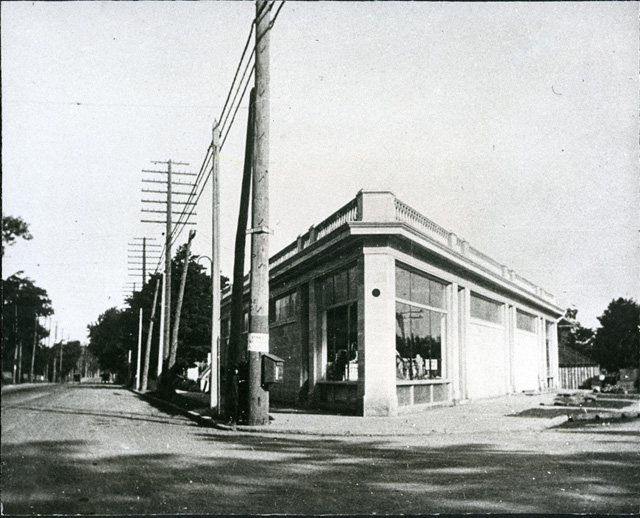 The Delta Block. Hamilton's flatiron building, corner or Main & King Sts. 1917.