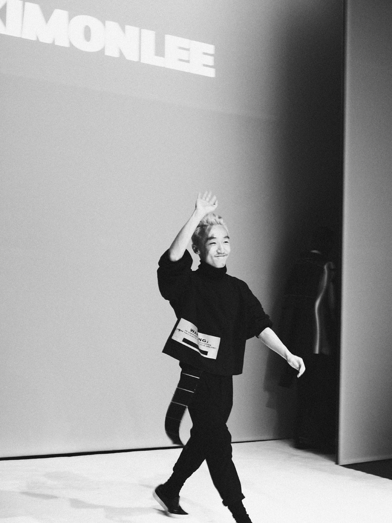 Mikkoputtonen_fashionblogger_london_H&M_design_award_2015_winner_ximon_lee_backstage_show21_web