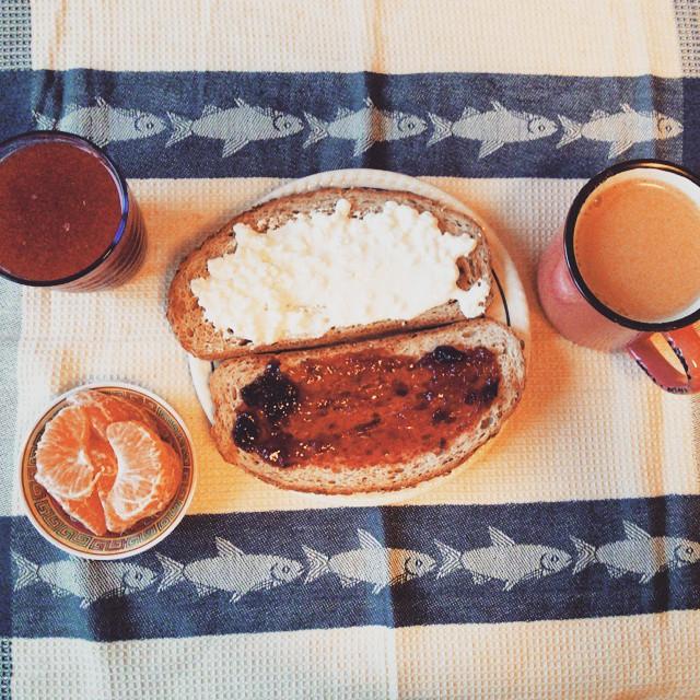 #petitdejeuner #cafeaulait #confituredeprune #fromagecottage #jus #orangesanguines #clémentine