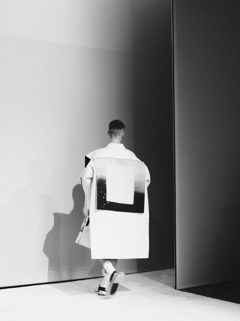 Mikkoputtonen_fashionblogger_london_H&M_design_award_2015_winner_ximon_lee_backstage_show17_web