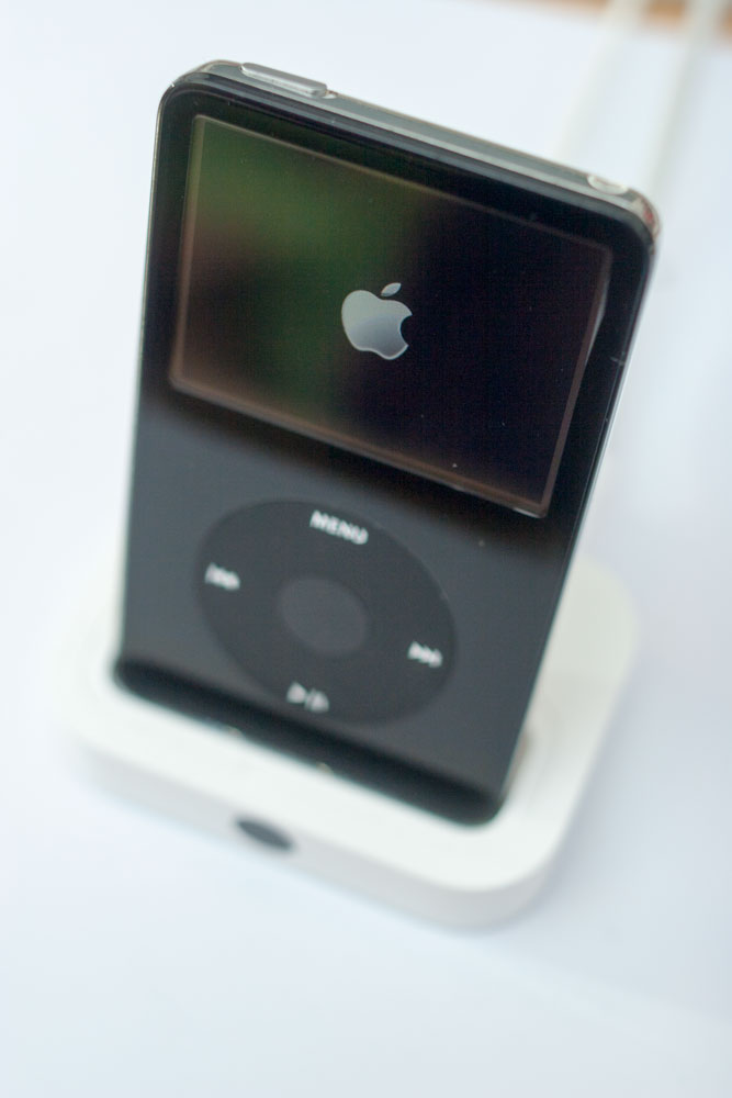 _MG_0059_iPod_Classic_Video_5G_im_Dock