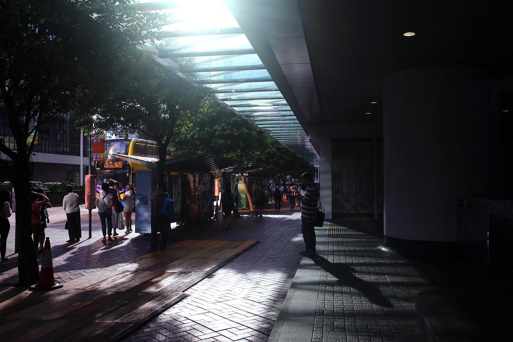 Hong Kong Street / Sigma 35mm / Canon 6D 開始慢慢的被新的夏日記憶給覆蓋了,當發現不是在熟悉的地方旅行時。  好,我再想一想。  Canon 6D Sigma 35mm F1.4 DG HSM Art IMG_2017.JPG Photo by Toomore
