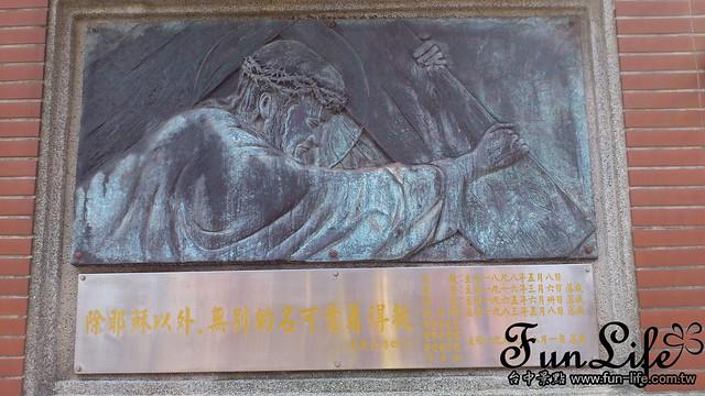 台中景點之柳原教堂-耶穌扛十字