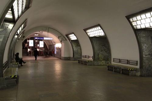 Platform level at Elektrosila (Электроси́ла) station on Line 2