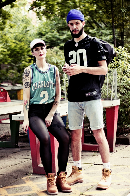 CAT_COLORADO_LOOKBOOK_SPORTY_BOY_AND_GIRL_BERLIN_BASKETBALL_SHIRT_TATOOS (4)