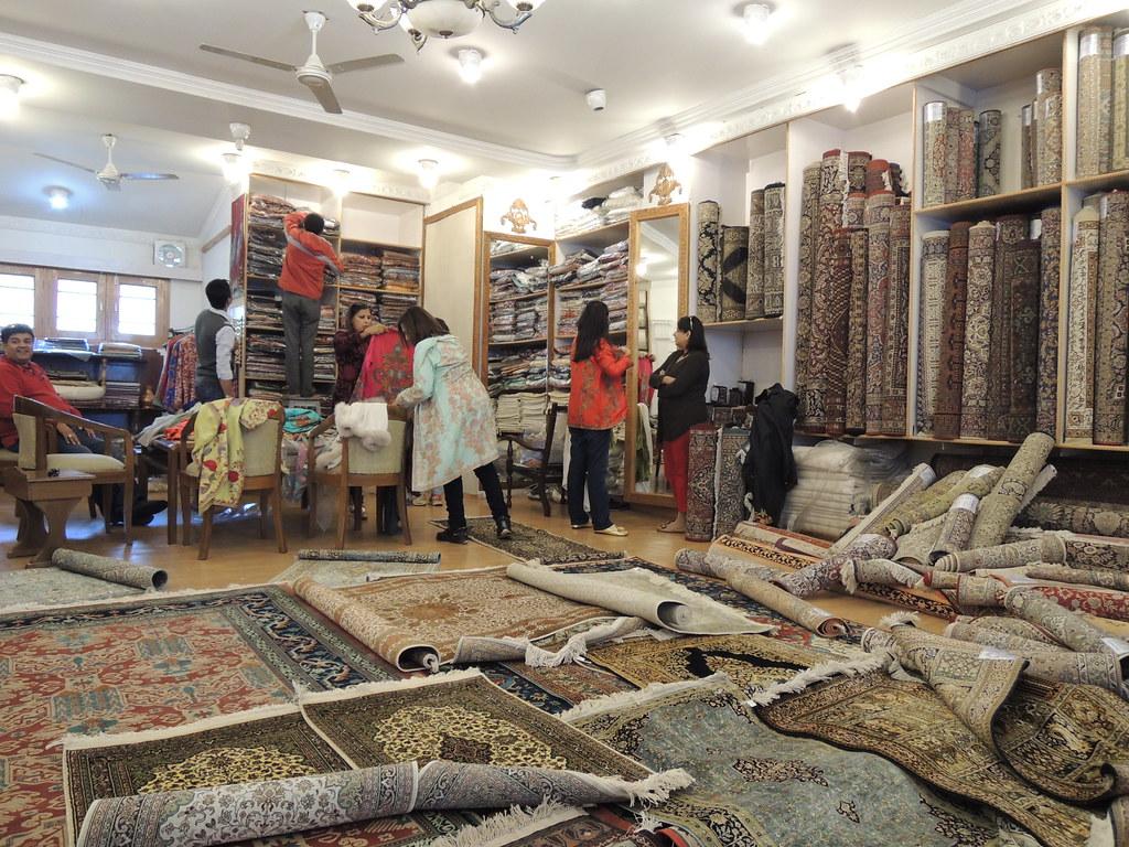 Best markets in srinagar ixigo trip planner for Best store to buy rugs