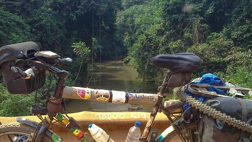 18000km africa bicycle bridge day415 gabon moyenogooué river routeéconomique freewheelycom cycling vélo cycletouring cyclotourisme velo jbcyclingafrica