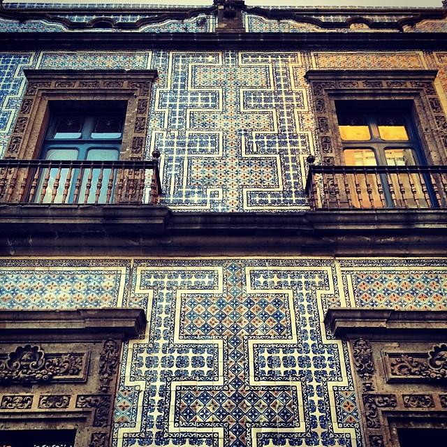 Instawalk mexico city 39 s centro hist rico wanderlusty for Casa de los azulejos mexico city