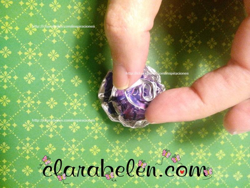 Manualidades sobre como hacer una rosa con capsulas de velas