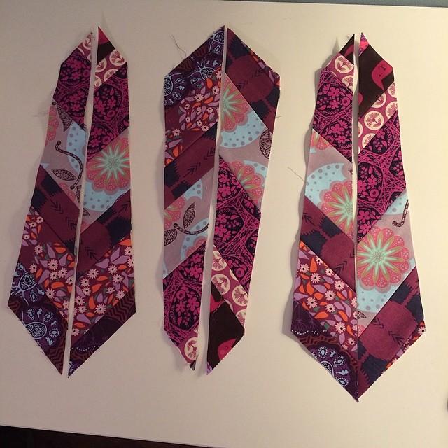 Feather progress... #annamariahorner #pantonequilt #patchwork