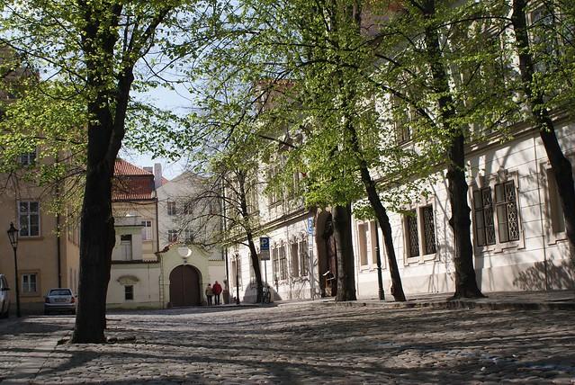 > Une des places près du mur de John Lennon à Mala Strana, Prague.