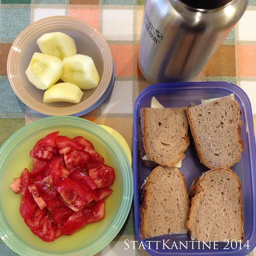 StattKantine 20.05.14 - Käsebrote, Tomatensalat, Apfel