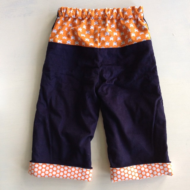 #kidsclothesweek finish! Navy cord #quickchangetrousers with #lotuspondfabric and flannel dots